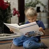 Child-reading-a-big-bool